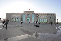 Tunisi, Gennaio 2015<br /> La Tunisia a 4 anni dalla rivoluzione che port&ograve; all'esilio il dittatore Ben Ali. <br /> Giovani giocano a calcio davantiil Palazzo del Governo