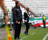 MANIZALES - COLOMBIA, 14-03-2015: Flavio Torres técnico de Once Caldas gesticula durante partido entre Once Caldas y Aguilas Pereira por la fecha 10 de la Liga de Aguila I 2015 en el estadio Palogrande en la ciudad de Manizales. / Flavio Torres coach of Once Caldas gestures during a match between Once Caldas and Aguilas Pereira for the date 10 of the Liga de Aguila I 2015 at the Palogrande stadium in Manizales city. Photo: VizzorImage / Santiago Osorio / Str