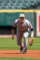 Baylor Bears first baseman Aaron Dodson (19) on defense during Houston College Classic against the Hawaii Rainbow Warriors on March 6, 2015 at Minute Maid Park in Houston, Texas. Hawaii defeated Baylor 2-1. (Andrew Woolley/Four Seam Images)