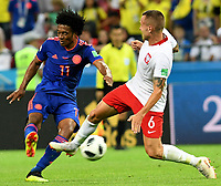 KAZAN - RUSIA, 24-06-2018: Jacek GORALSKI (Der) jugador de Polonia disputa el balón con Juan CUADRADO (Izq) jugador de Colombia durante partido de la primera fase, Grupo H, por la Copa Mundial de la FIFA Rusia 2018 jugado en el estadio Kazan Arena en Kazán, Rusia. /  Jacek GORALSKI (R) player of Polonia fights the ball with Juan CUADRADO (L) player of Colombia during match of the first phase, Group H, for the FIFA World Cup Russia 2018 played at Kazan Arena stadium in Kazan, Russia. Photo: VizzorImage / Julian Medina / Cont