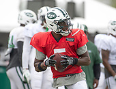 New York Jets quarterback Teddy Bridgewater (5) looks for a receiver as he participates in a joint training camp practice with the Washington Redskins at the Washington Redskins Bon Secours Training Facility in Richmond, Virginia on Monday, August 13, 2018.<br /> Credit: Ron Sachs / CNP<br /> (RESTRICTION: NO New York or New Jersey Newspapers or newspapers within a 75 mile radius of New York City)