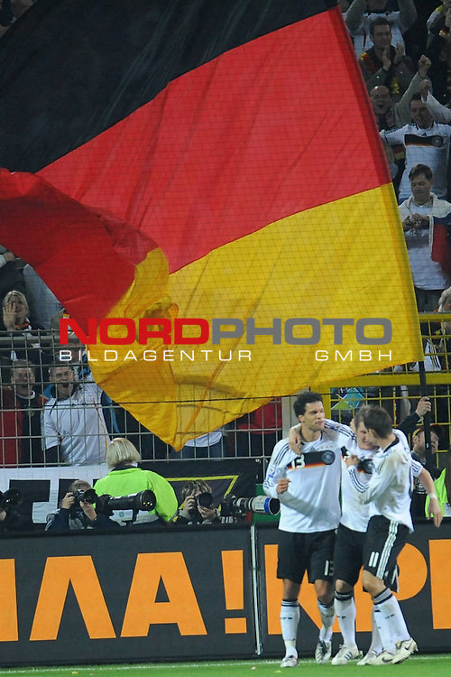 Fussball, L&auml;nderspiel, WM 2010 Qualifikation Gruppe 4 Westfalen Stadion Dortmund ( SIGNAL IDUNA PARK )<br />  Deutschland (GER) vs. Russland ( RUS )<br /> <br /> 2:0 Michael Ballack (Ger /  Chelsea London #13) <br /> <br /> Foto &copy; nph (  nordphoto  )<br />  *** Local Caption ***