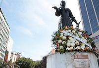 RIO DE JANEIRO, RJ, 13.05.2014 – HOMENAGEM PRINCESA ISABEL – A estátua que homenageia a princesa Isabel amanheceu enfeitada com uma coroa de flores pelo dia 13 de maio dia que se comemora a libertação dos escravos, em Copacabana zona zul da cidade, nessa  terça 13. (Levy Ribeiro / Brazil Photo Press)