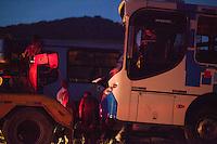 SUZANO, SP,  07.01.2014 - ACIDENTE TRANSITO - ONIBUS X ONIBUS - Dois ônibus colidiram na Rodovia Indio Tibirica, 100, na cidade de Suzano na Grande Sao Paulo nesta terça-feira, 07. Segundo informações do Corpo de Bombeiros, um vitima feminina com amputação socorrida pela Helicóptero Aguia da Policia Militar e encaminhada ao Hospital das Clinicas, outras três vitimas socorridas ao UPA de Ribeirao Pires, e mais duas socorridas ao Hospital Santa Marcelina de Itaquaquecetuba. (Foto: Warley Leite / Brazil Photo Press).