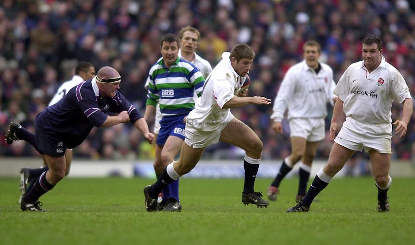 Photo. Richard Lane. .Lloyds TSB Six Nations Championship. .England v Scotland at Twickenham. 3/3/2001.Ben Cohen attacks.