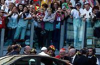 Papa Francesco incontra i seguaci del Rinnovamento nello Spirito allo Stadio Olimpico di Roma, 1 giugno 2014.<br /> Pope Francis arrives to attend the Charismatic Movement gathering at Rome's Olympic stadium, 1 June 2014.<br /> UPDATE IMAGES PRESS/Isabella Bonotto<br /> <br /> STRICTLY ONLY FOR EDITORIAL USE