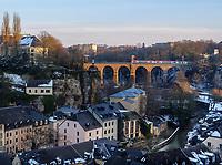 Grund und Pulvermühlenviadukt, Luxemburg-City, Luxemburg, Europa<br /> Grund and Pulverturmviadukt, Luxembourg City, Europe
