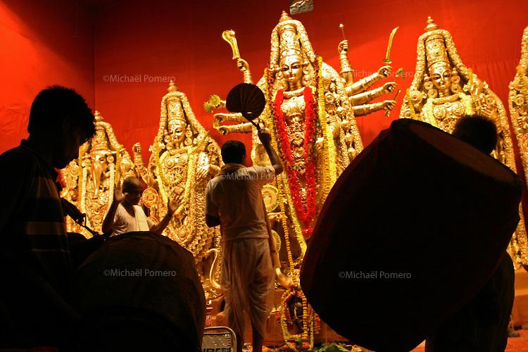 10.10.2005 Calcutta(west bengal)<br /> <br /> Worshiping godess Durga during Durga puja.<br /> <br /> Adoration de la déesse Durga pendant la puja
