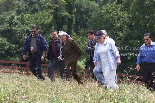 United States Secretary of State Madeleine Albright and Palestinian Authority Chairman Yasser Arafat walk together near Hillsboro, Virginia on Saturday, July 22, 2000.  From left to right:  Yousef Al-helo, Mohammad Al-daya, Chairman Arafat, Dr. Yousef Abdallah, Secretary Albright, Nabil Aburudineh..Mandatory Credit: David Scull - White House via CNP