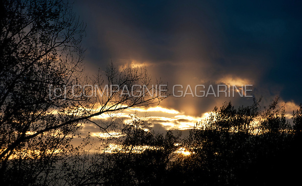 Sunset over a cloudy landscape (Belgium, 08/04/2014)