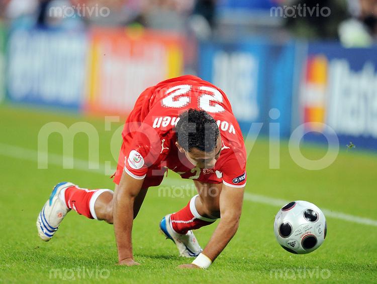 FUSSBALL EUROPAMEISTERSCHAFT 2008  Schweiz - Portugal    15.06.2008 Johan Vonlanthen (SUI) stolpert