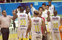 BUCARAMANGA -COLOMBIA- 17 -09-2013.Jugadores de Bucaros celebran. Accion de juego entre los equipos Bucaros y Cimarrones por la Liga DirecTV de baloncesto profesional./ Players of Bucaros celebrate. Action game between teams Bucaros and DirecTV Maroons by professional basketball league  .Photo: VizzorImage / Jaime Moreno  / Stringer