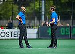 BLOEMENDAAL - scheidsrechters Pieter Hembrecht en Jonas van 't Hek (r)    tijdens de hoofdklasse competitiewedstrijd hockey heren,  Bloemendaal-Den Bosch (2-1) COPYRIGHT KOEN SUYK