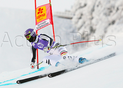 05.02.2012 Garmisch Partenkirchen, Germany. The Audi FIS Alpine Skiing World Cup Super Giant Slalom race (Super G) on the Kandahar Course.   Picture shows Maria  Riesch ger