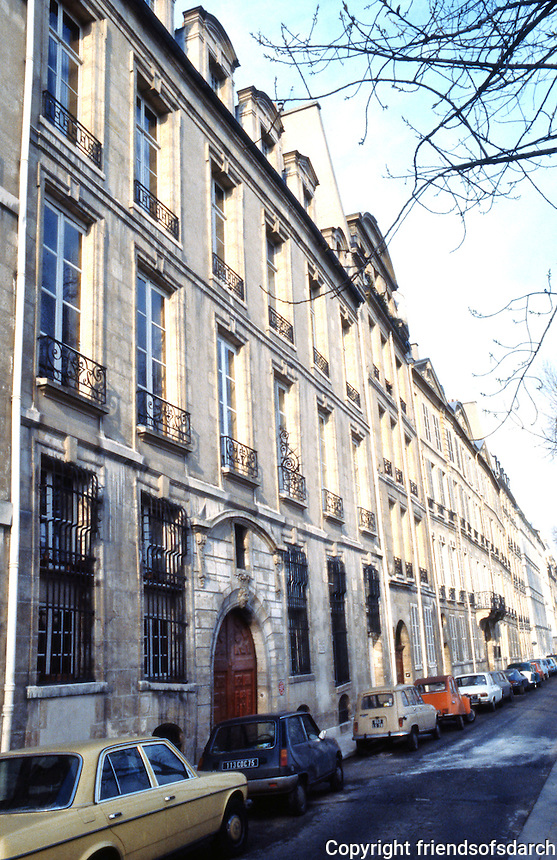 Paris: Quai de Bourbon, 17th C. Ile Saint Louis. Luxury apartments.