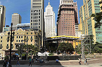 SAO PAULO, SP, 04 DE MAIO DE 2012 - PREPARATIVOS VIRADA CULTURAL - Montagem de palcos para as atracoes da Virada Cultural na regiao central da capital, na manha desta sexta feira. FOTO: ALEXANDRE MOREIRA - BRAZIL PHOTO