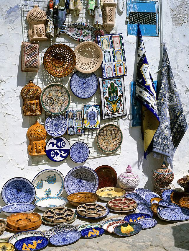 Tunisia, Cap Bon, Hammamet: Tunisian souvenir shop inside the Medina | Tunesien, Cap Bon, Hammamet: Andenkenladen in der Medina