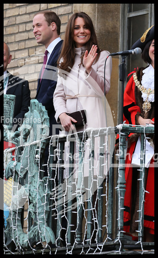 The Duke and Duchess of Cambridge on the balcony of  the Guildhall in Cambridge, Wednesday , 28th November 2012. .Photo by: Stephen Lock /i-Images / DyD Fotografos