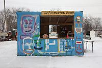 ufficio informazioni, information booth, decorato in mezzo alla neve