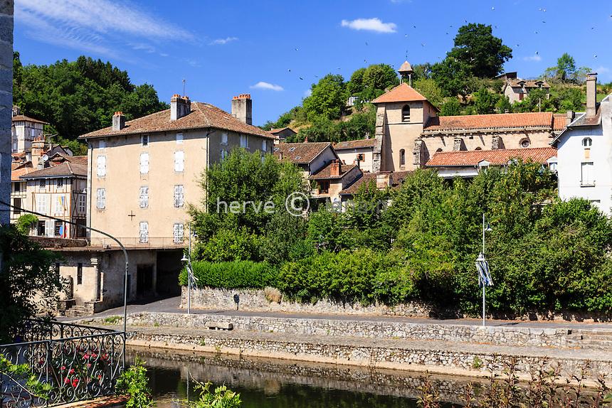 France, Cantal (15), Laroquebrou, village établi le long de la Cère // France, Cantal, Laroquebrou, village established along the Cere and Saint Martin church
