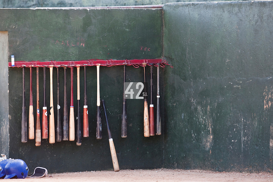 BASEBALL - POLES BASEBALL FRANCE - TRAINING CAMP CUBA - HAVANA (CUBA) - 13 TO 23/02/2009 - PHOTO : CHRISTOPHE ELISE.BATS