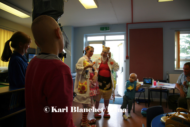 Jamie is watching the magic tricks of the two clowns in the oncology ward at the Royal Manchester Children hospital.