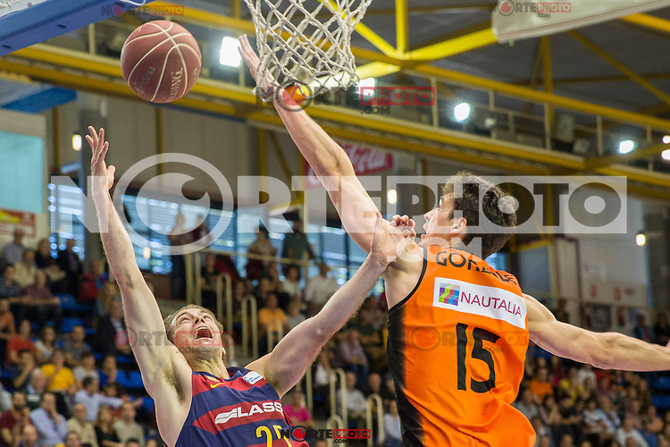FC Barcelona Lassa's Petteri Koponen and Montakit Fuenlabrada's Jose Gonzalez during the match of Endesa ACB League between Fuenlabrada Montakit and FC Barcelona Lassa at Fernando Martin Stadium in fuelnabrada,  Madrid, Spain. October 30, 2016. (ALTERPHOTOS/Rodrigo Jimenez) /NORTEPHOTO.COM