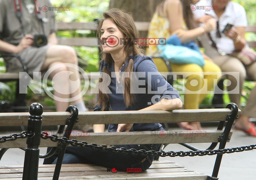 July 31,  2012 Marnie Michaels visit on location for HBO series Girls at Washington Square Park in New York City.Credit:&copy; RW/MediaPunch Inc. /NortePhoto.com<br /> <br /> **SOLO*VENTA*EN*MEXICO**<br /> **CREDITO*OBLIGATORIO** <br /> *No*Venta*A*Terceros*<br /> *No*Sale*So*third*<br /> *** No Se Permite Hacer Archivo**<br /> *No*Sale*So*third*