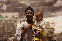 Afrique/Egypte/Env de Louxor/Anicienne Thèbes/El Go Rno: Portraits de villageois - Père et fils