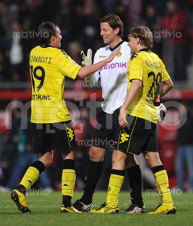 1. Fussball Bundesliga  Saison  2009/2010   10. Spieltag  31.10.2010 1 FSV Mainz 05 - Borussia Dortmund (v. li.) BVB JUBEL nach dem Sieg, Kevin Grosskreutz, Torwart Roman Weidenfeller, Marcel Schmelzer