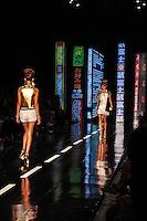 RIO DE JANEIRO, RJ, 22 DE MAIO 2012 - FASHION RIO 2012 - PRIMAVERA / VERAO 2012 / 2013 - OH BOY -  Modelo durante desfile da grife Oh Boy, no primeiro dia de desfiles do Fashion Rio moda Primavera / Verao 2012 / 2013 no Jockey Club Brasileiro - na Gavea no Rio de Janeiro, nesta terca-feira, 22. (FOTO: STEPHANIE SARAMAGO / BRAZIL PHOTO PRESS).