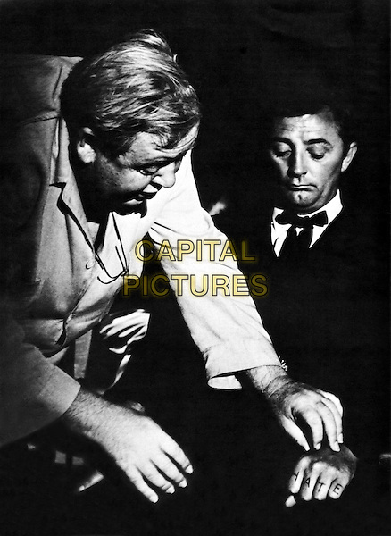 Charles Laughton & Robert Mitchum .on the set of The Night of the Hunter.*Filmstill - Editorial Use Only*.CAP/PLF.Supplied by Capital Pictures.