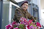 Foto: VidiPhoto<br /> <br /> DE BILT - De 69-jarige Adriaan van Hemert uit De Bilt draagt als reënactor het uniform van King's Own Scottish Borderers, een Brits regiment dat meevocht tijdens de slag om Arnhem. Als privé-verzamelaar bezit hij een klein museum met bijzondere historische spullen die te maken hebben met de verloren slag.
