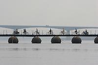 QS050122Varanasi047 20050122 VARANASI,INDIA:.Cyclists crossing the River Ganga on a pontoon bridge in Varanasi, India 22 January, 2005.