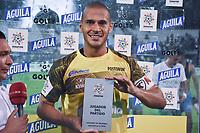 MONTERIA - COLOMBIA, 28-07-2019: Jose Huber Escobar arquero de Jaguares recibe el premio al mejor jugador después del partido por la fecha 3 de la Liga Águila II 2019 entre Jaguares de Córdoba F.C. y Atlético Nacional jugado en el estadio Jaraguay de la ciudad de Montería. / Jose Huber Escobar goalkeeper of Jaguares receives the best player award after the match for the date 3 as part Aguila League II 2019 between Jaguares de Corrdoba F.C. and Atletico Nacional played at Jaraguay stadium in Monteria city. Photo: VizzorImage / Andres Rios / Cont
