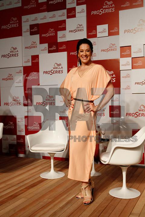 ATENÇÃO EDITOR: FOTO EMBARGADA PARA VEÍCULOS INTERNACIONAIS. SAO PAULO SP, 18 DE OUTUBRO DE 2012. EVENTO WELLA PROSERIES VERAO. A atriz Claudia Raia durante evento de lançamento dos produtos Wella Pro Series para o verão, na tarde desta quinta feira, na Vila Olimpia, zona sul da capital paulista. FOTO ADRIANA SPACA/BRAZIL PHOTO PRESS.