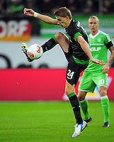 FUSSBALL   1. BUNDESLIGA    SAISON 2012/2013    13. Spieltag   VfL Wolfsburg - SV Werder Bremen                          24.11.2012 Nils Petersen (SV Werder Bremen) Einzelaktion am Ball