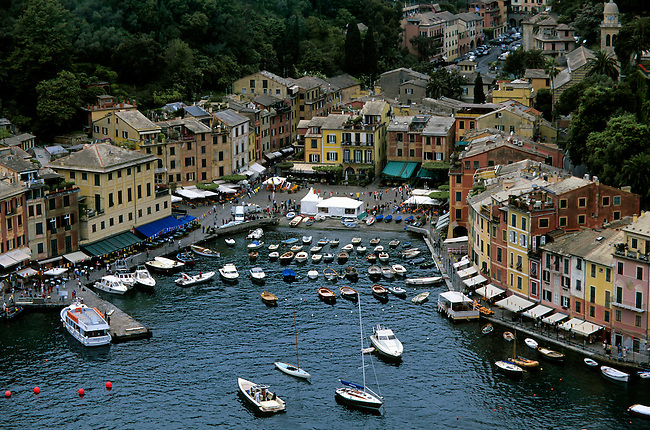 ITALY, PORTOFINO, VIEW OF CITY WITH COLORFUL HOUSES , K6