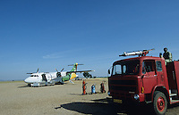 Tanzania, airport Shinyanga with sand landing air stripe , aircraft of Precision Air and fire brigade / Tansania Shinyanga, Flughafen mit Sandpiste in der Steppe , Flugzeug der Precision Air und Feuerwehr
