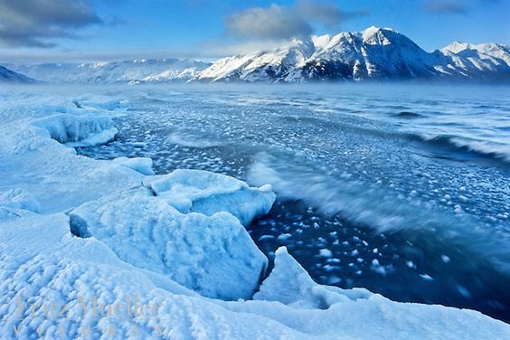 Kluane lakeshore freezes up in November