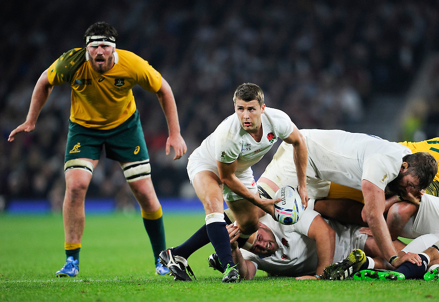 England's Richard Wigglesworth passes from a ruck<br /> <br /> Photographer Ashley Western/CameraSport<br /> <br /> Rugby Union - 2015 Rugby World Cup Pool A - England v Australia - Saturday 3rd October 2015 - Twickenham Stadium - London <br /> <br /> &copy; CameraSport - 43 Linden Ave. Countesthorpe. Leicester. England. LE8 5PG - Tel: +44 (0) 116 277 4147 - admin@camerasport.com - www.camerasport.com