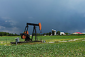 West Salem, Ohio.July 22, 2011..An oil rig on a farm off of Williams Road /County Highway 79 between 301 and 42.
