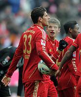 FUSSBALL   1. BUNDESLIGA  SAISON 2011/2012   21. Spieltag FC Bayern Muenchen - 1. FC Kaiserslautern       11.02.2012 JUBEL nach dem Tor zum 2:0 Mario Gomez , Thomas Mueller (v. li. FC Bayern Muenchen)