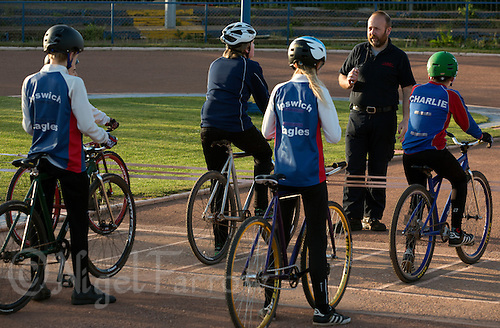 12 MAY 2015 - IPSWICH, GBR - Les Fellgett coaches young riders at an Ipswich Eagles' training session at Whitton Sports and Community Centre in Ipswich, Suffolk, Great Britain (PHOTO COPYRIGHT © 2015 NIGEL FARROW, ALL RIGHTS RESERVED)