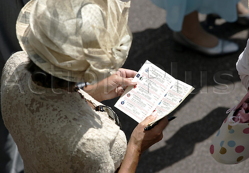 15 June 2004: A lady reading her race card at Royal Ascot Photo: Chris Brown/Action Plus...horse racing 040615 fashion dress dresses