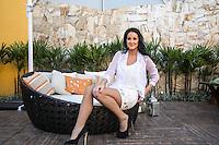 """OSASCO, SP, 10 DE JUNHO DE 2013. COLETIVA DE IMPRENSA - FESTIVAL SERTANEJO. A apresentadora Helen Ganzarolli durante coletiva de Imprensa do programa """"Festival Sertanejo"""" nos estudios do Sistema Brasileiro de Televisão, na manhã desta segunda feira, 10. O programa escolherá, com a partipação do público, a melhor música sertaneja de 2013. FOTO: ADRIANA SPACA/BRAZIL PHOTO PRESS."""