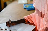 CHAD, Goz Beida, refugee camp Djabal for refugees from Darfur, Sudan, darfuri girl in JRS language school / TSCHAD, Goz Beida, Fluechtlingslager Djabal fuer Fluechtlinge aus Darfur, Sudan, JRS Schule fuer Fremdsprachen