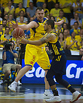 08.05.2018, EWE Arena, Oldenburg, GER, BBL, Playoff, Viertelfinale Spiel 2, EWE Baskets Oldenburg vs ALBA Berlin, im Bild<br /> die Abwehr steht...<br /> Rasid MAHALBASIC (EWE Baskets Oldenburg #24)<br /> Peyton SIVA (ALBA Berlin #3 ), Dennis CLIFFORD (ALBA Berlin #42 )<br /> Foto &copy; nordphoto / Rojahn