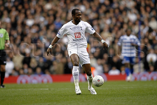 5 January 2008: Spurs defender Didier Zokora with the ball during the FA Cup 3rd Round game between Tottenham Hotspur and Reading played at the White Hart Lane. The game ended 2-2. Photo: actionplus...football soccer 080105 player