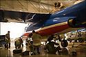 -2008- Salon de Provence- Patrouille de France, entretien de l'avion.